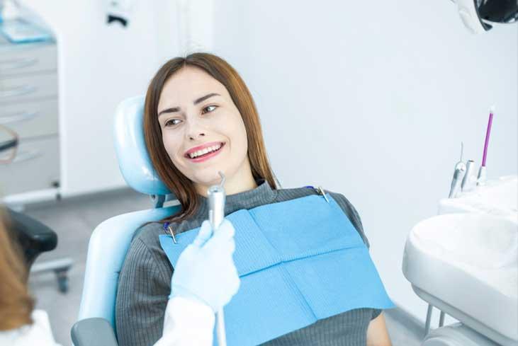 ماذا تتضمن عملية الحصول على جسور الأسنان؟